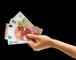 10-euro-schein-geldscheine-hand