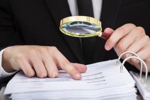 Europäischer Rechnungshof Lupe Unterlagen