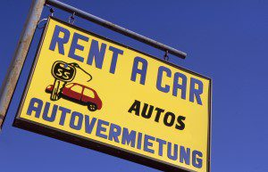 Schild: Rent a car/Autovermietung